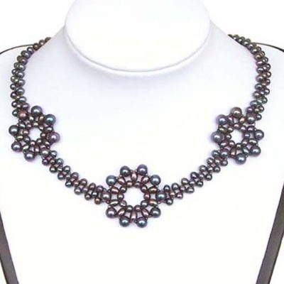 3 Flower Black Pearl Necklace