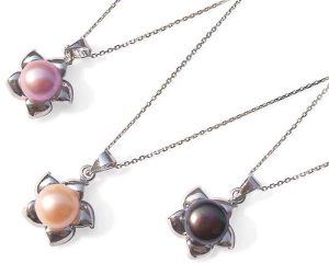 Mauve, Pink and Black 9-10mm Pearl Pendant in Star Shaped Setting, 16in Silver Chain