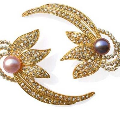 Black and Mauve Pearl Brooch in a Floral Design Yellow Gold