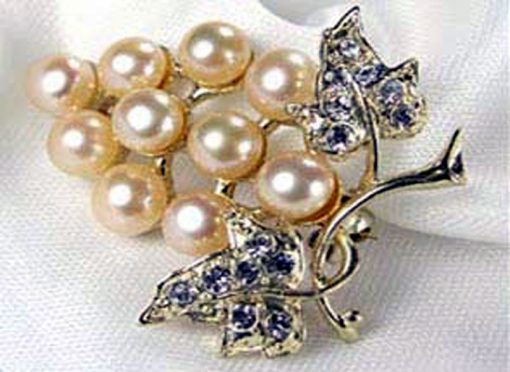 White Pearl Brooch – Ten Round Pearls
