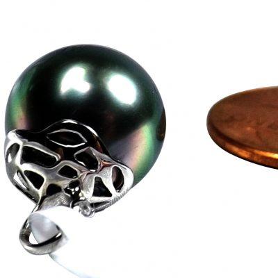 14KWG Tahitian Peacock Black Round Pearl Pendant