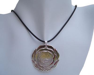 18K YG MOP Flower SS Necklace