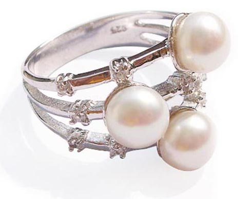 White 6-7mm Beautiful 3 Pearl Ring Pearl SSS Ring