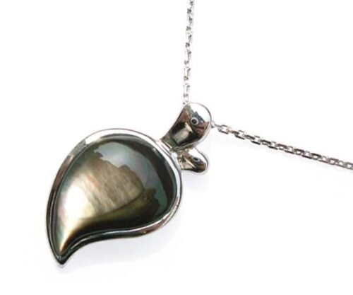 Black Half Heart Shaped Seashell Pendant in 925 SS