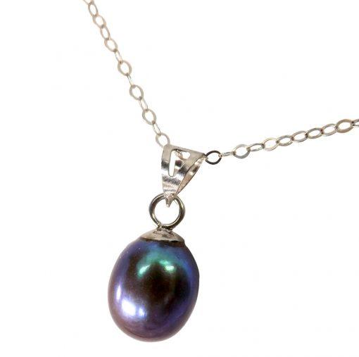 14k gold black pearl pendant