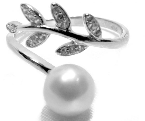 Adjustable Sized 925 Sterling Silver Pearl Ring with 3 Leave Design