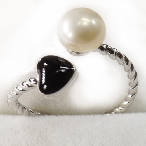 pearl silver ring with onyx