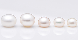 white loose pearls