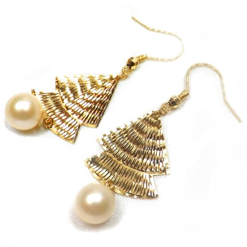 18KY good white pearl earrings