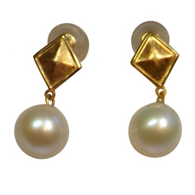 18K Yellow Gold Diamond Shaped Round White Pearl Studs Earrings